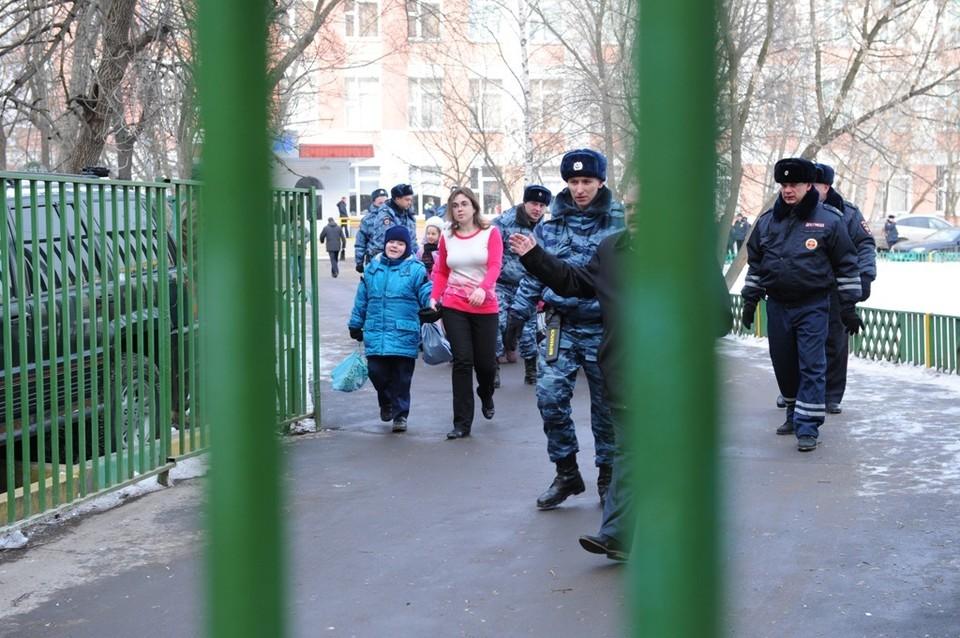 Из школы эвакуировали 248 человек.