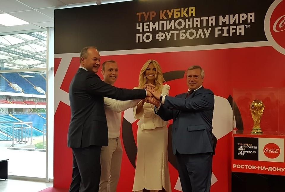Самую ценную футбольную награду в мире доставили на Дон из Нижнего Новгорода.