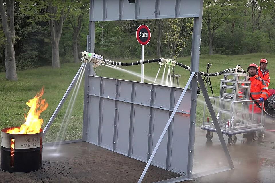 Испытания робота-шланга японскими пожарными.