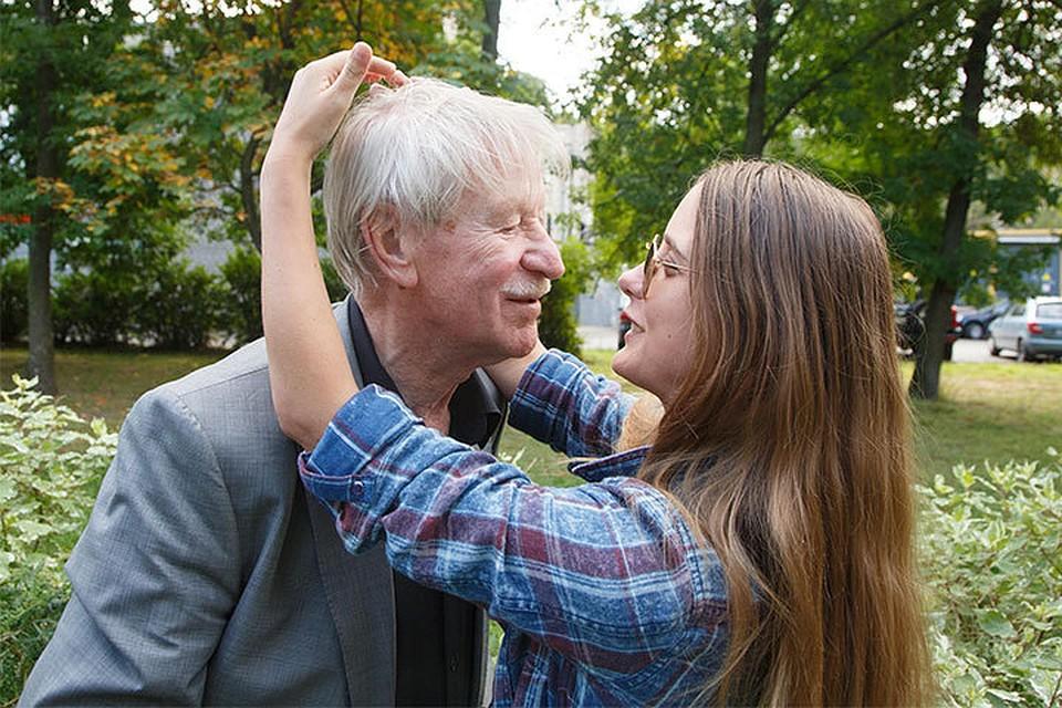 Мультимедийный секс отца с дочерью