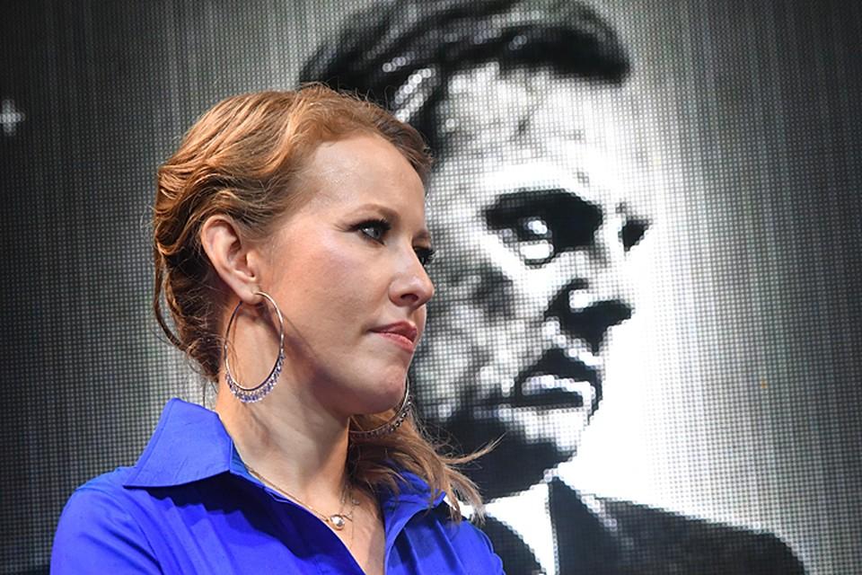 В финале вечера Ксения Собчак показала трейлер документального фильма о своем отце