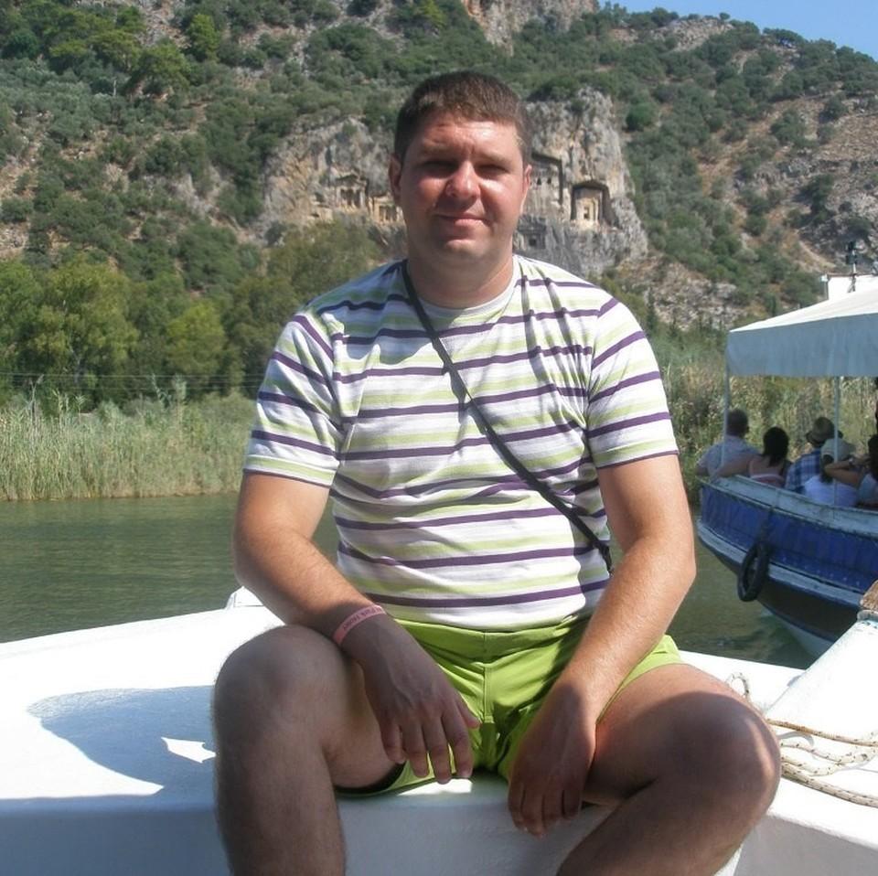 В результате наезда погиб 37-летний преподаватель Суворовского училища Сергей Соболев (на фото) Фото: из личного архива героя публикации