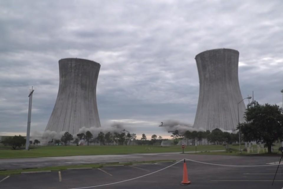 Снос двух градирен угольной электростанции во Флориде. Фото: скриншот видео