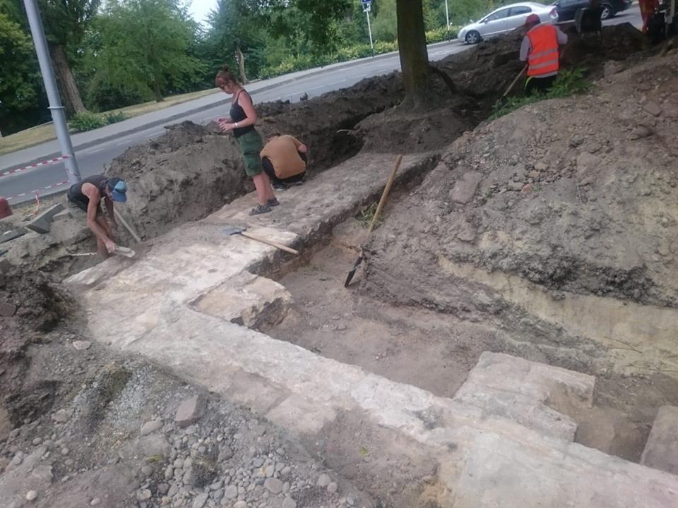 Работы по благоустройству Крепостной горы привели к неожиданным находкам. Фото: социальные сети