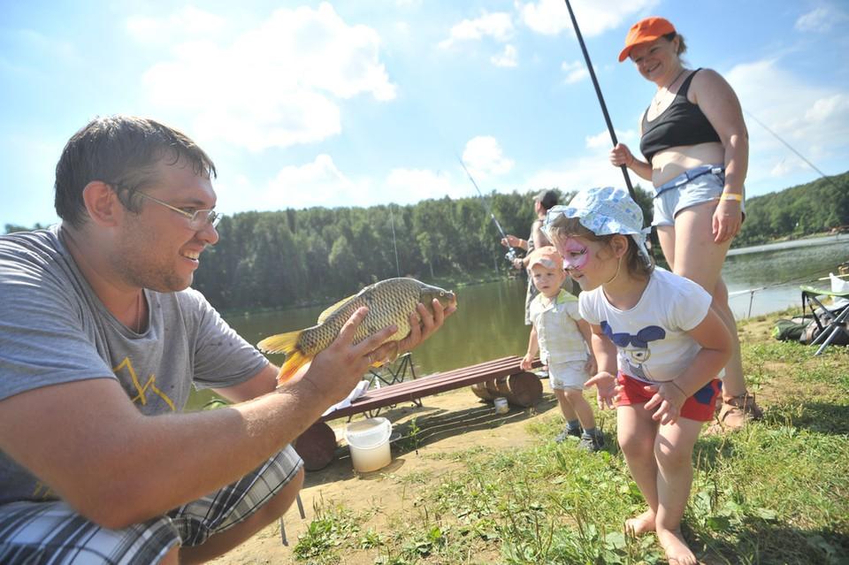 Фестиваль семейной рыбалки проводится в Челябинске в третий раз. Фото: Евгения ГУСЕВА.