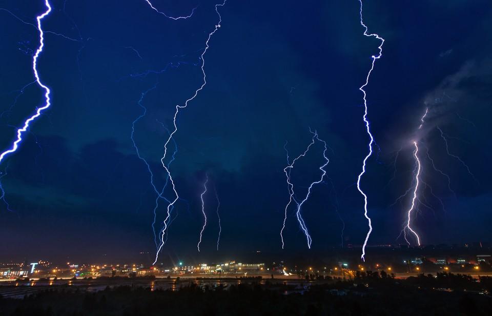 В столице ожидается гроза с сильными порывами ветра и дождем