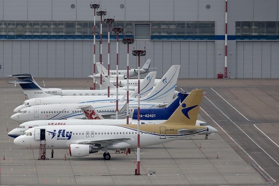Самолет авиакомпании iFly в аэропорту Внуково