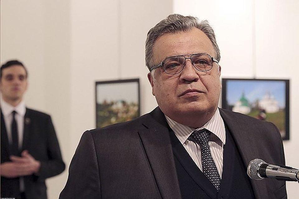 Посол Андрей Карлов за несколько секунд до убийства