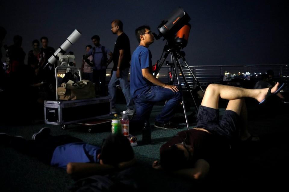 Жители Сингапура серьезно подготовились к Лунному затмению