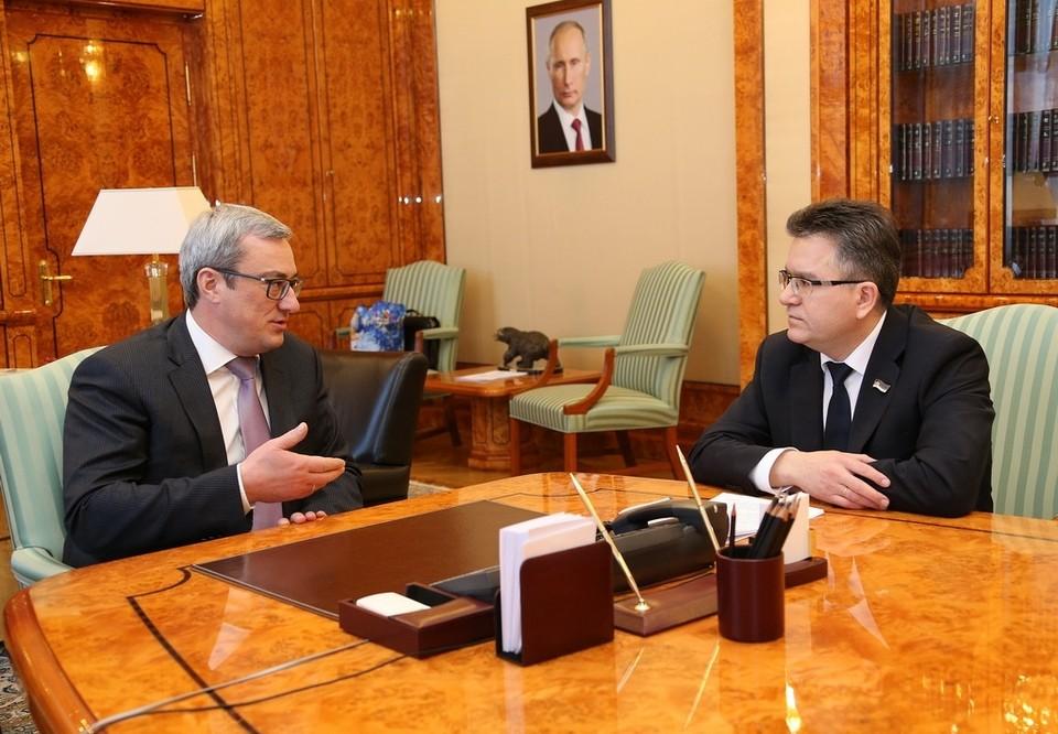 С 2011 по 2015 год бывший чиновник ежемесячно неофициально получал в дар по 100 тыс. руб. в месяц. Теневой доход в сумме составил 5,5 млн руб.