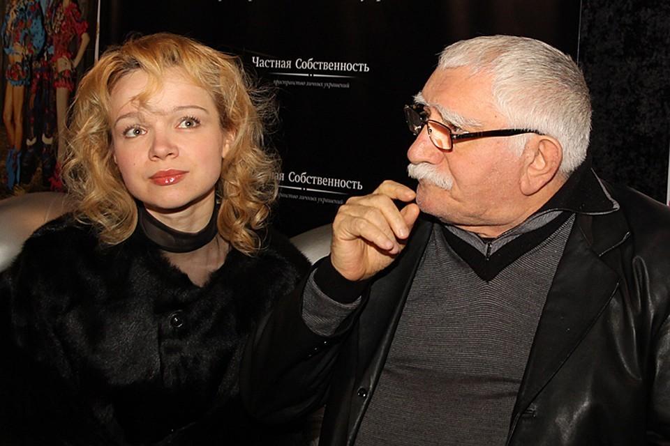 До сих пор ведутся судебные споры по поводу совместного имущества Армена Джигарханяна и Виталины Цымбалюк-Романовской