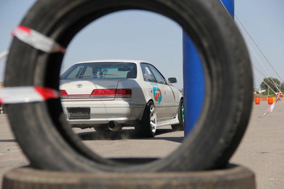 В Алматы прошли соревнования по виду экстремального вождения - джимхана.