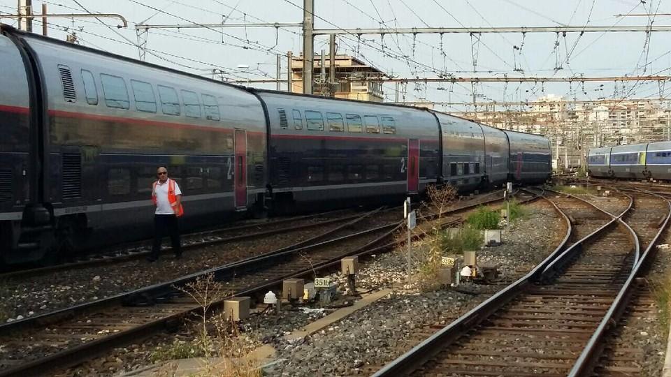Поезд французской компании SNCF сошел с рельсов в Марселе
