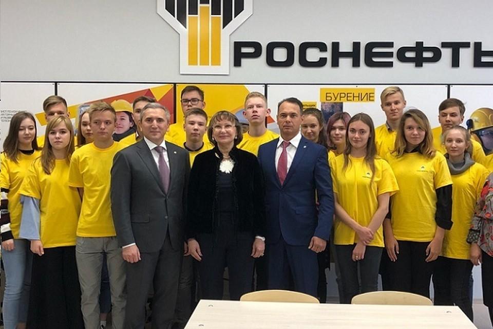 Александр Моор открыл первый в Тюмени «Роснефть-класс» в школе №25