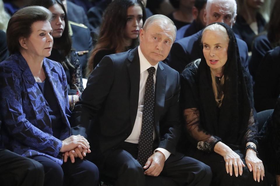 Валентина Терешкова, президент России Владимир Путин и вдова Иосифа Кобзона Нелли Кобзон. Фото: Михаил Метцель/ТАСС