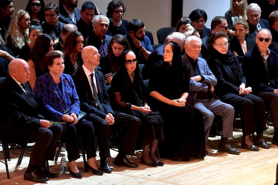 Проститься с великим артистом пускали не только близких родственников и политиков, но и обычных москвичей.