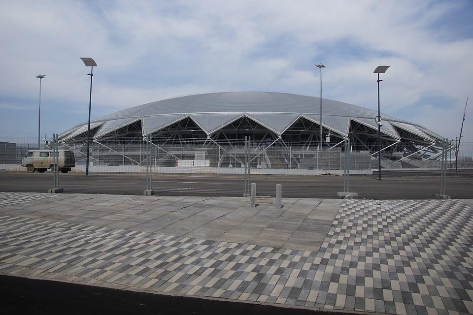 Строители стадиона по 3-4 месяца не могут получить свои зарплаты