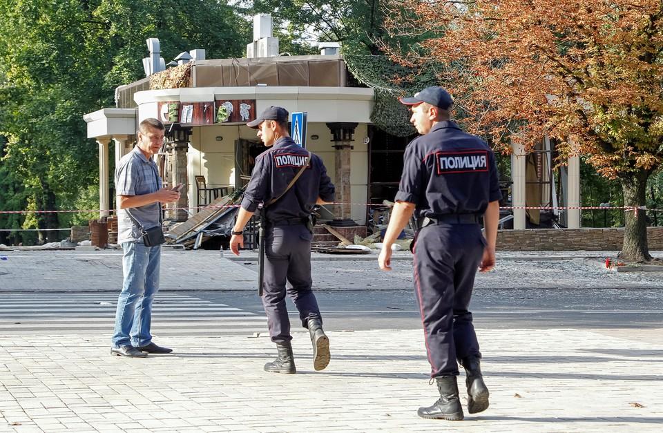 """Полиция ДНР объявила в розыск подозреваемых в причастности к взрыву у кафе """"Сепар""""."""