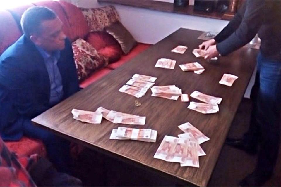 Сергея Рубакова задержали в июне 2017 года в ресторане при получении 2,5 млн рублей