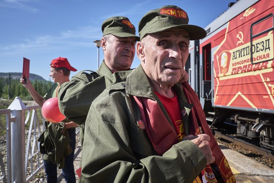 Ветеранов-строителей БАМа встретили руководство Якутии, народные депутаты, члены правительства и общественность. Фото: Анатолий СТРУНИН