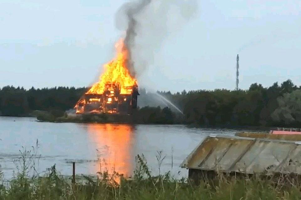 Церковь, сгоревшая дотла, была уникальной, ее охраняли на федеральном уровне. Фото: Скриншот