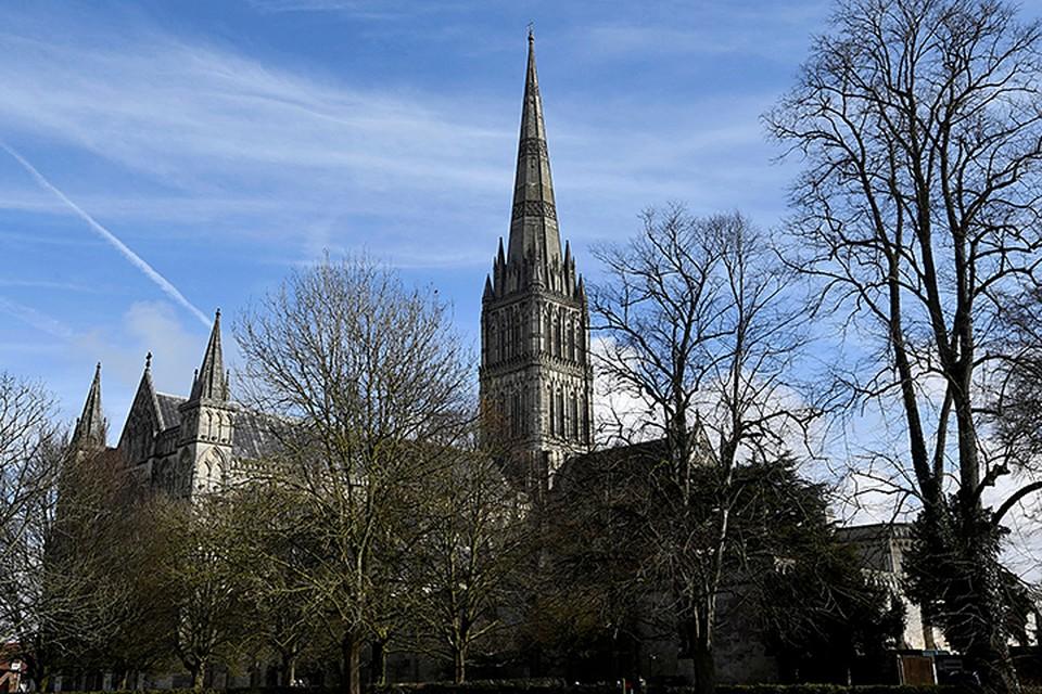 В городе невозможно пройти мимо Солсберийского собора