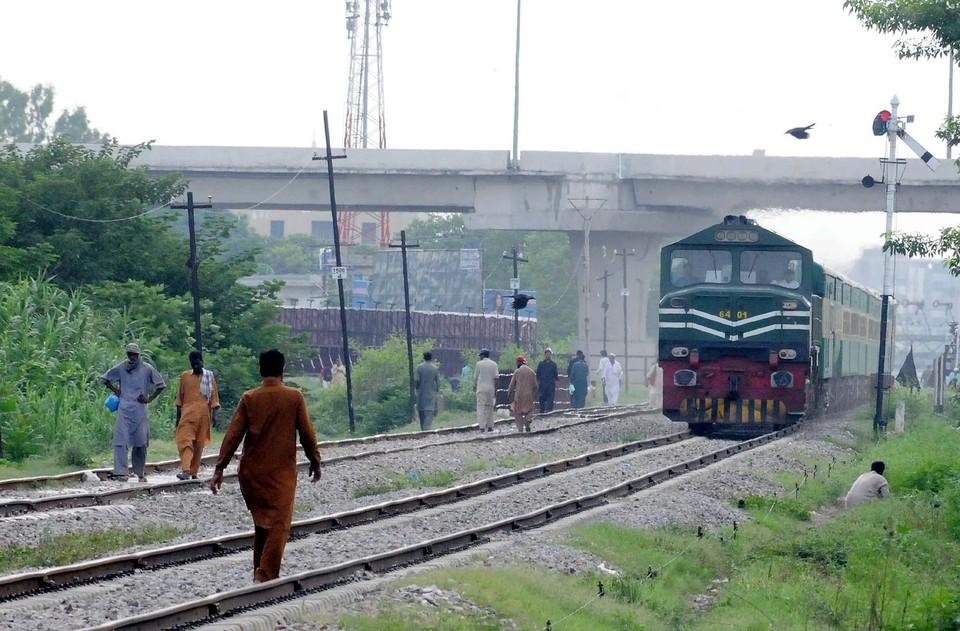 Поезд сошёл с рельсов в Пакистане, 20 человек пострадали