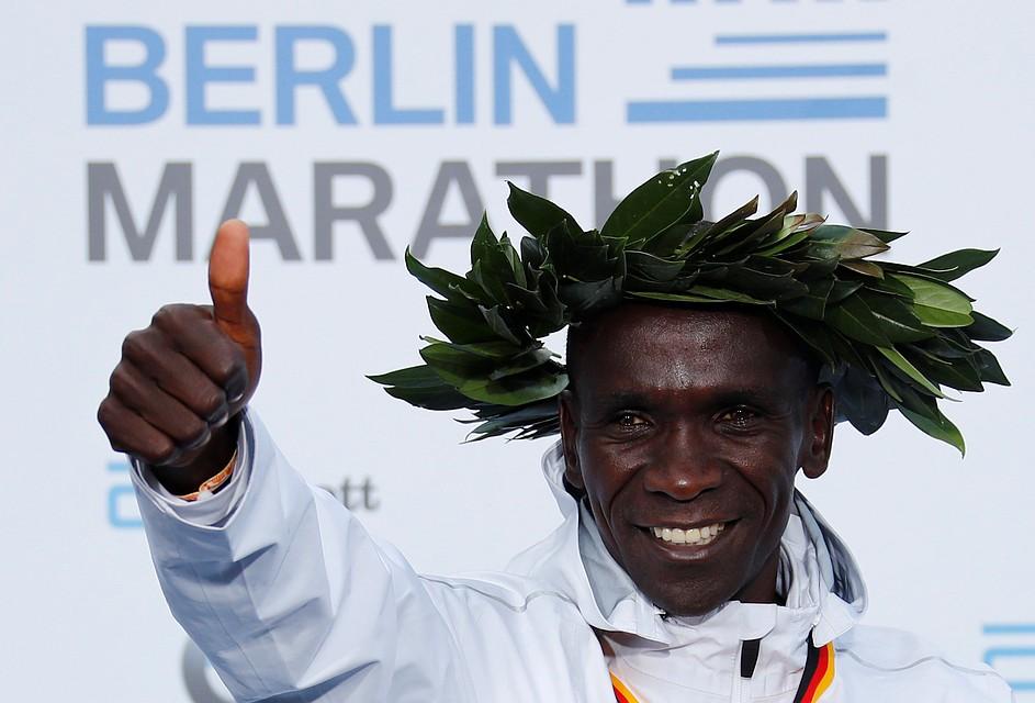 Кенийский марафонец - обладатель нового мирового рекорда.