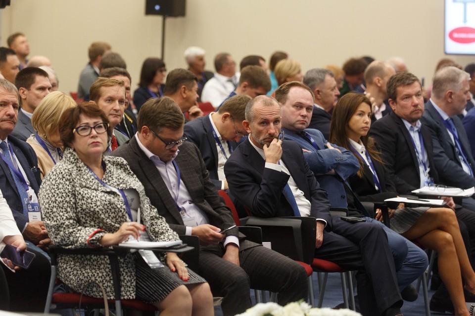 Послушать дискуссию о продвижении рыбы на столы россиян пришло более 100 человек.