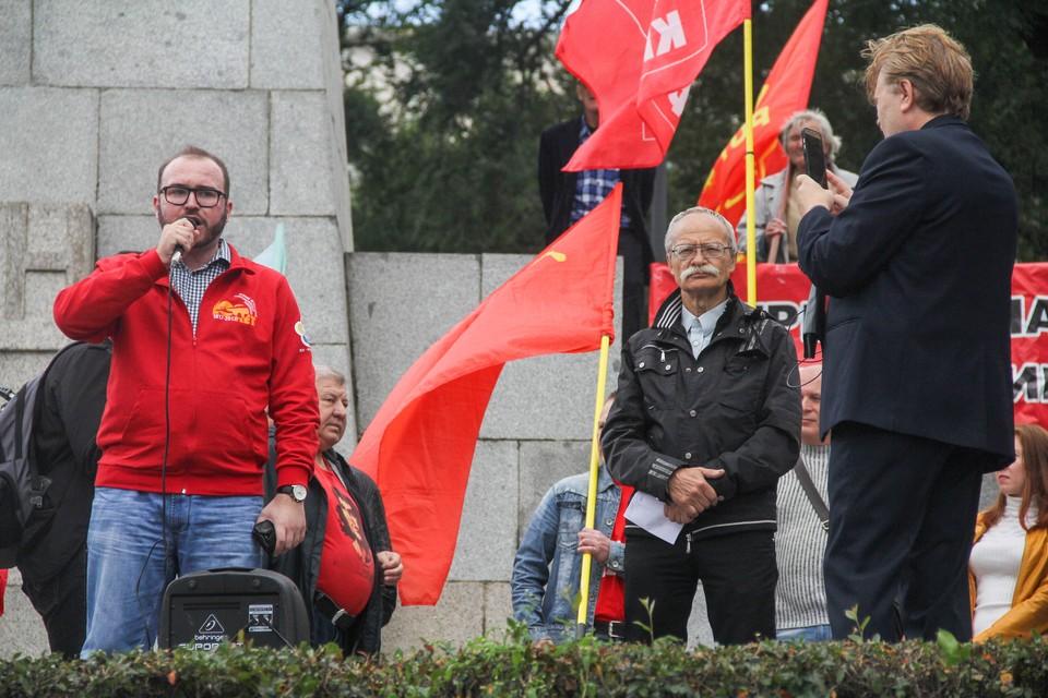 Митинг прошёл на привокзальной площади Владивостока