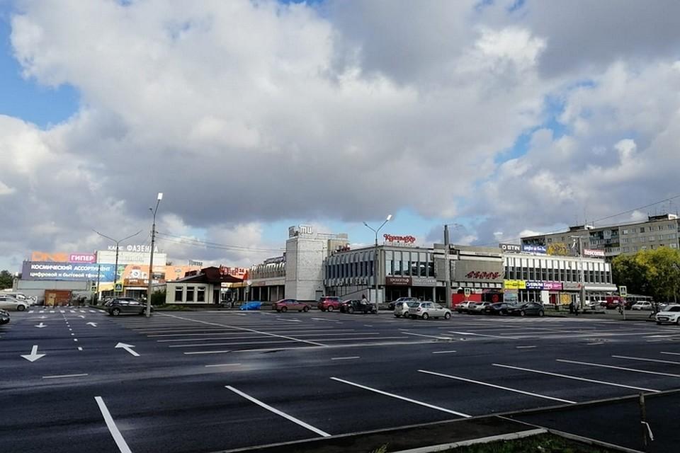 Возле торгового центра «Красноярье» появилась вместительная парковка. Фото