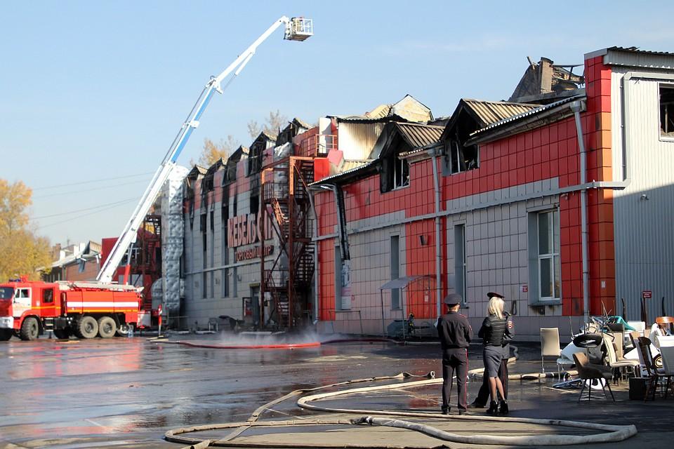 826778a5513d Фотографии пожара в мебельном центре «Мебель Сити» в Иркутске  пожарные  разбирают завалы