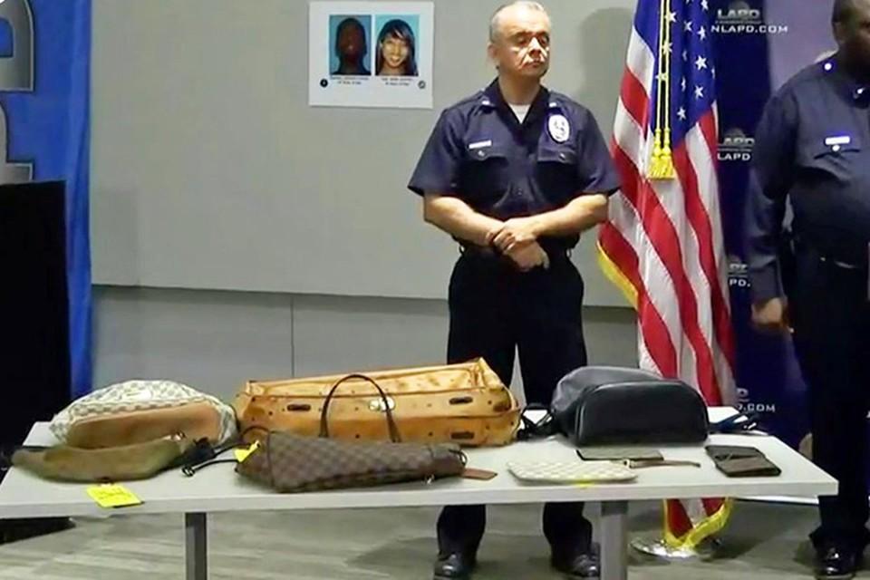 Некоторые из изъятых у грабителей вещей. Фото: LAPD