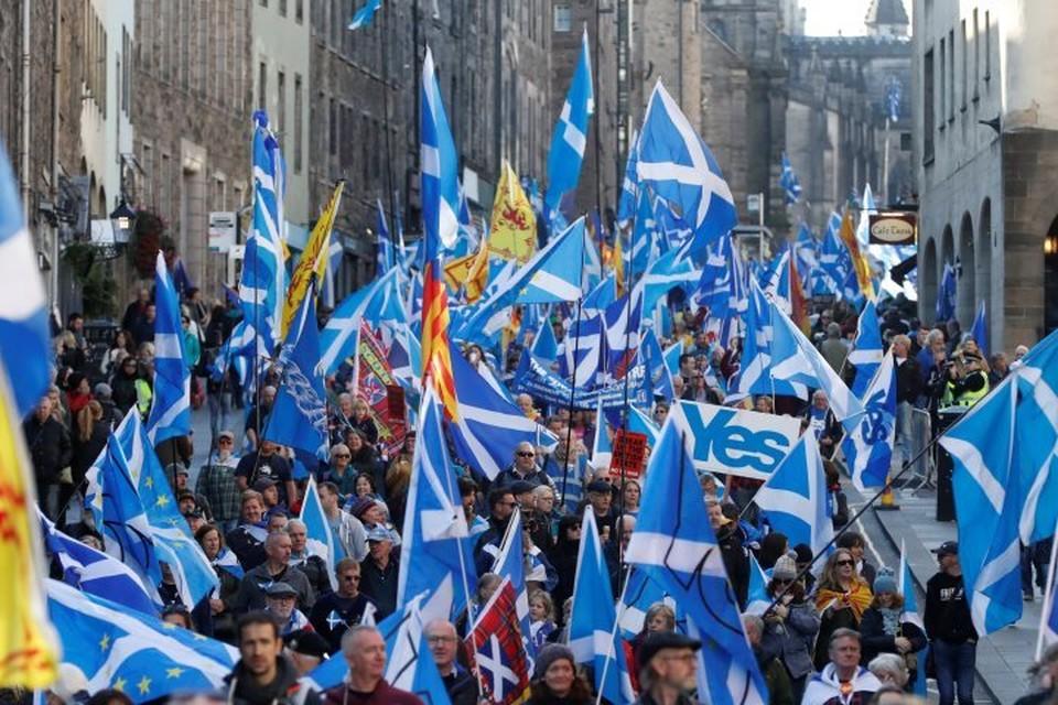 В Эдинбурге прошел многотысячный марш за независимость Шотландии