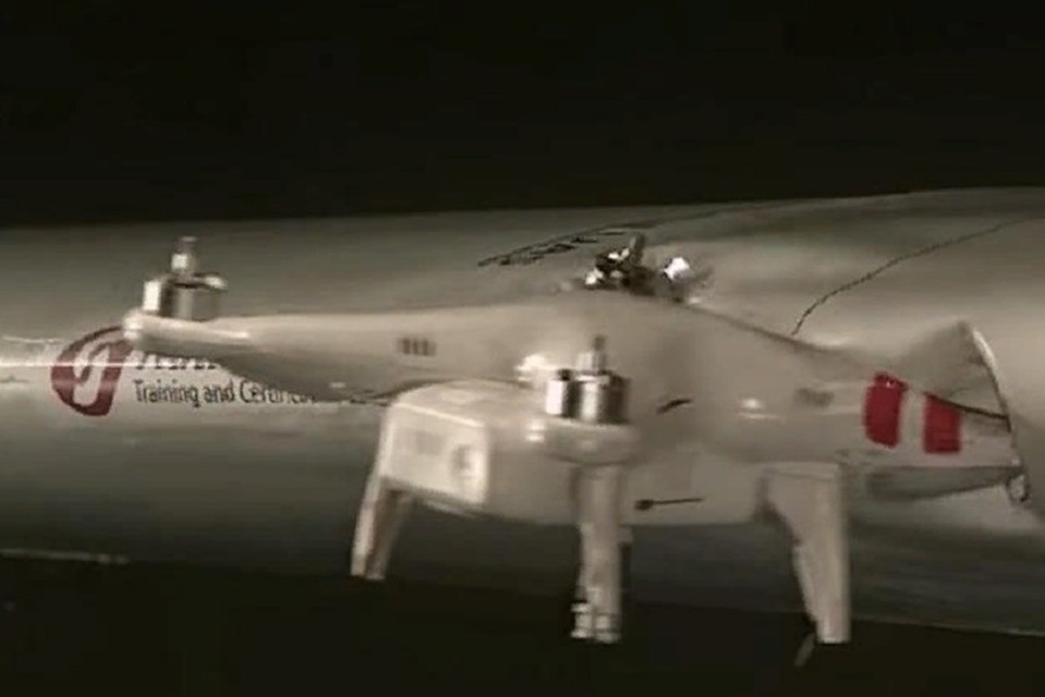 исследователи столкнули самолет и дрон. ФОТО: стоп-кадр с видео