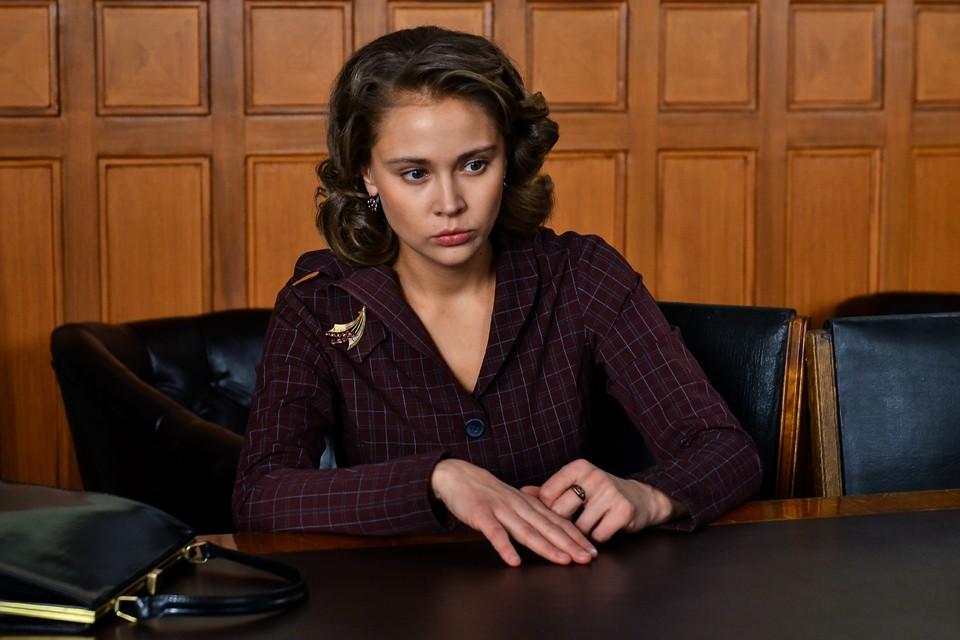 Главная роль досталась молодой актрисе Виктории Романенко. В сериале Светлана Аллилуева проживает в общей сложности около 20 лет.