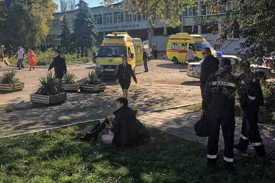 Пострадавшие от взрыва в керченском колледже. Фото предоставлено очевидцем