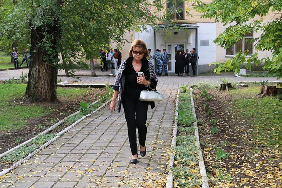 Директор политехнического колледжа Ольга Гребенникова покинула здание за несколько минут до начала бойни.