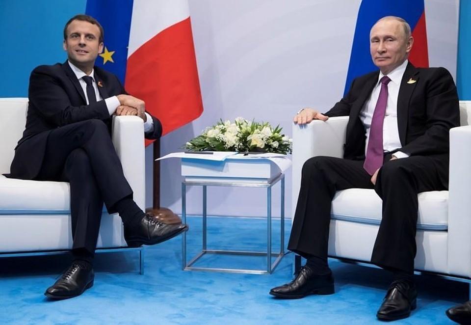 Накануне визита в Стамбул Владимир Путин провел телефонные переговоры с французским коллегой Эммануэлем Макроном