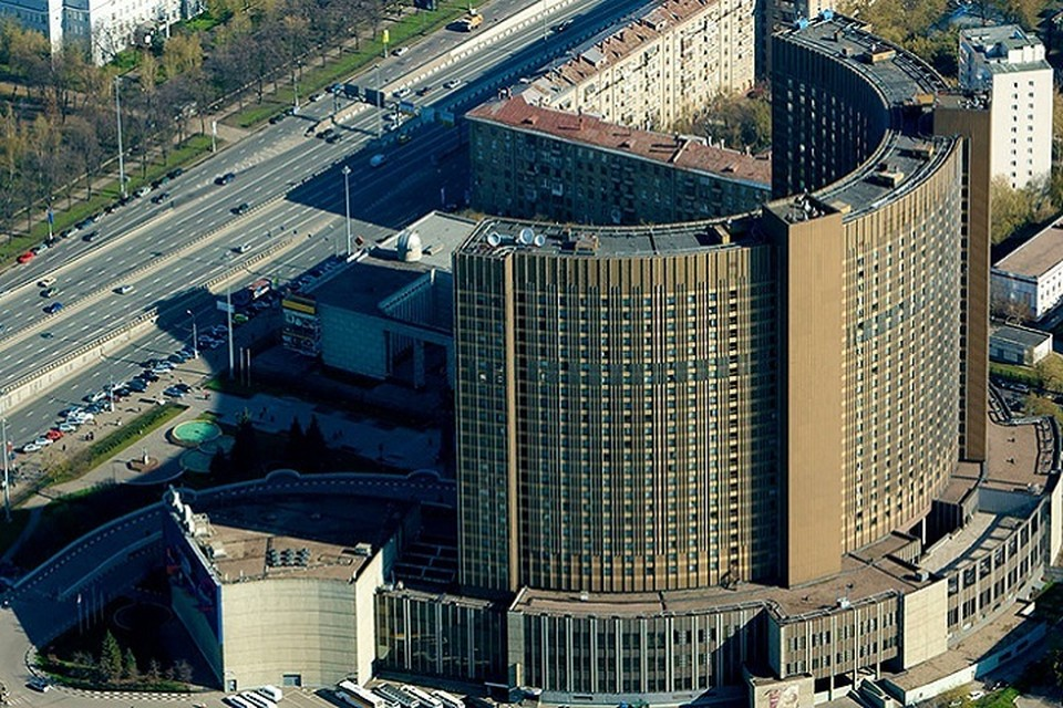 """В СМИ появились сообщения о минировании гостиницы """"Космос"""" в Москве"""