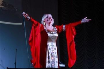 Ах, какая женщина в беде: Звезда легендарной поп-группы «Фристайл» Нина Кирсо 5 месяцев в коме, но мозг пока еще жив…