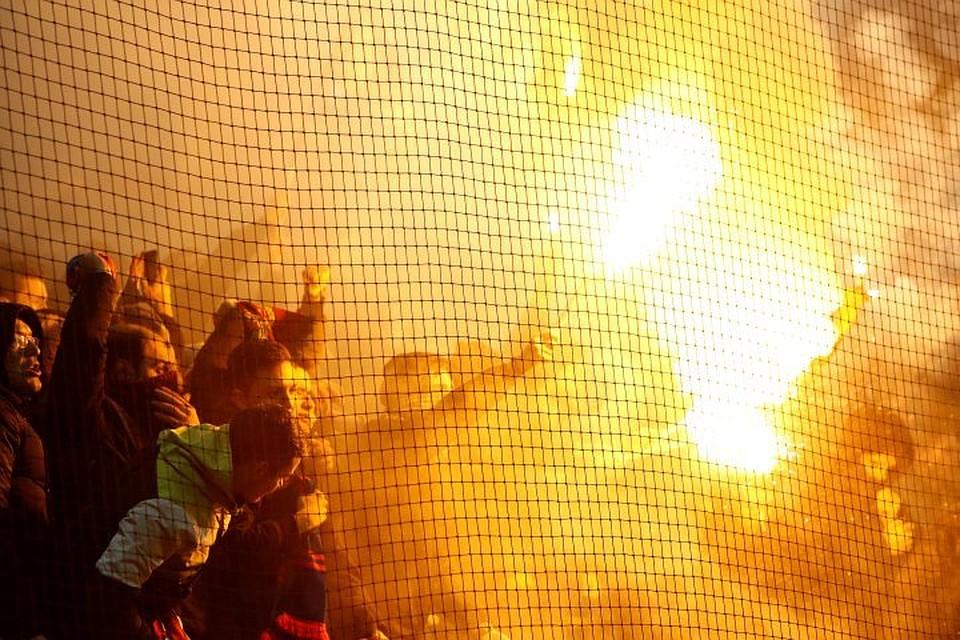 01:29Болельщики ЦСКА во время матча с «Ромой» в «Лужниках» устроили дымовую завесу на поле