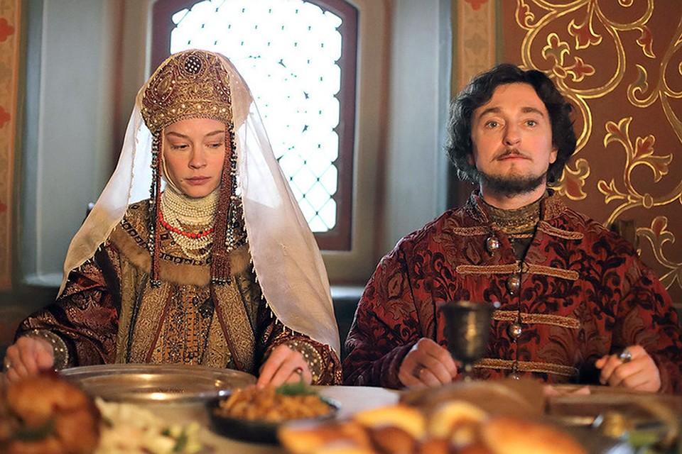 Авторы добились главного, обратив русские средние века, постоянно изображаемые царством страха и криводушия, в увлекательное, азартное дело по установлению самодержавной власти