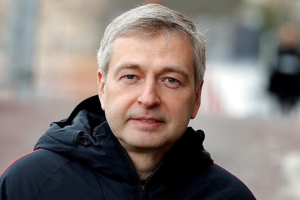 17:40Рыболовлев прибыл из Монако в Россию