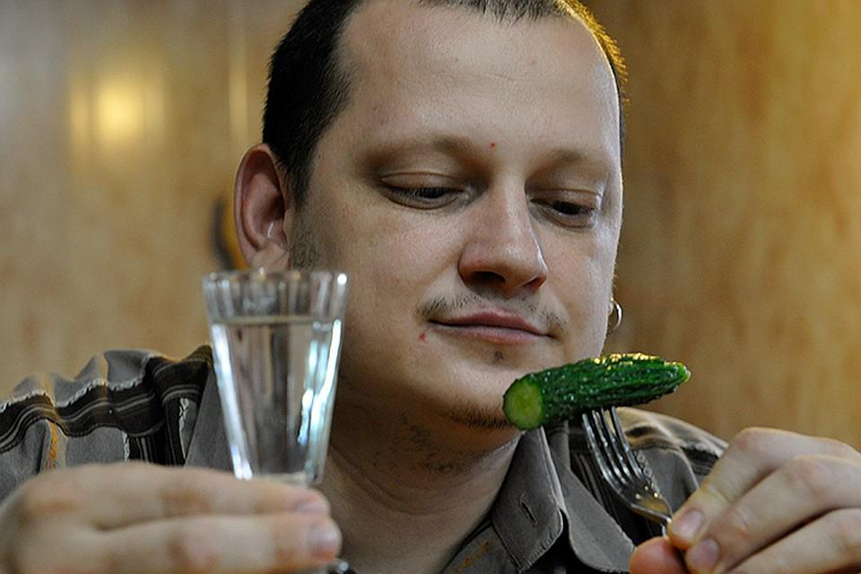 Ученые признали: налегать на спиртное людей в России заставляет климат