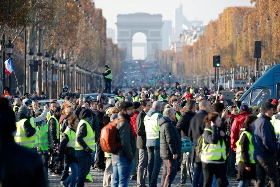 Во Франции число пострадавших на акциях протеста возросло до 106 человек