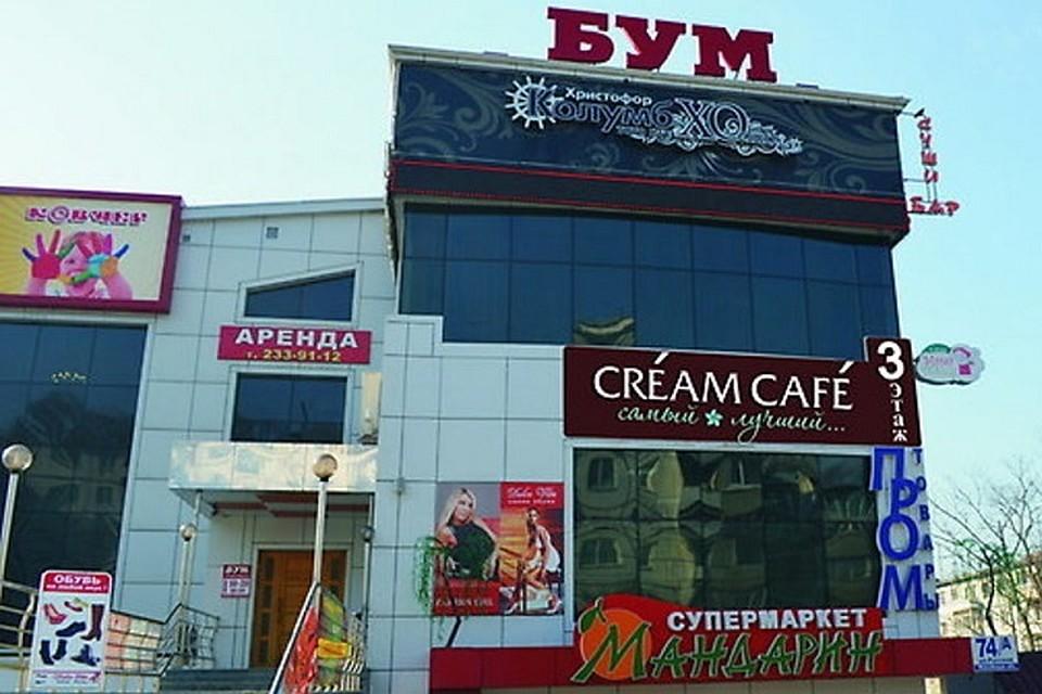 2c02000d6960 Во Владивостоке пожарные всю ночь тушили крупный торговый центр в ...