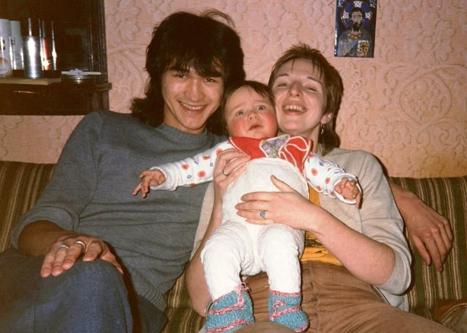 Виктор Цой с супругой Марьяной и сыном