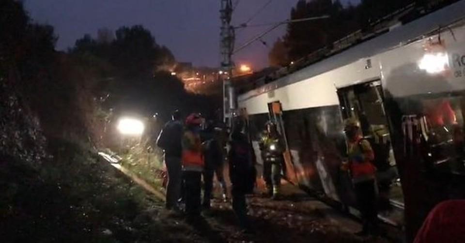 В Каталонии поезд сошел с рельсов, погиб один человек погиб. Фото: Twitter/@324cat