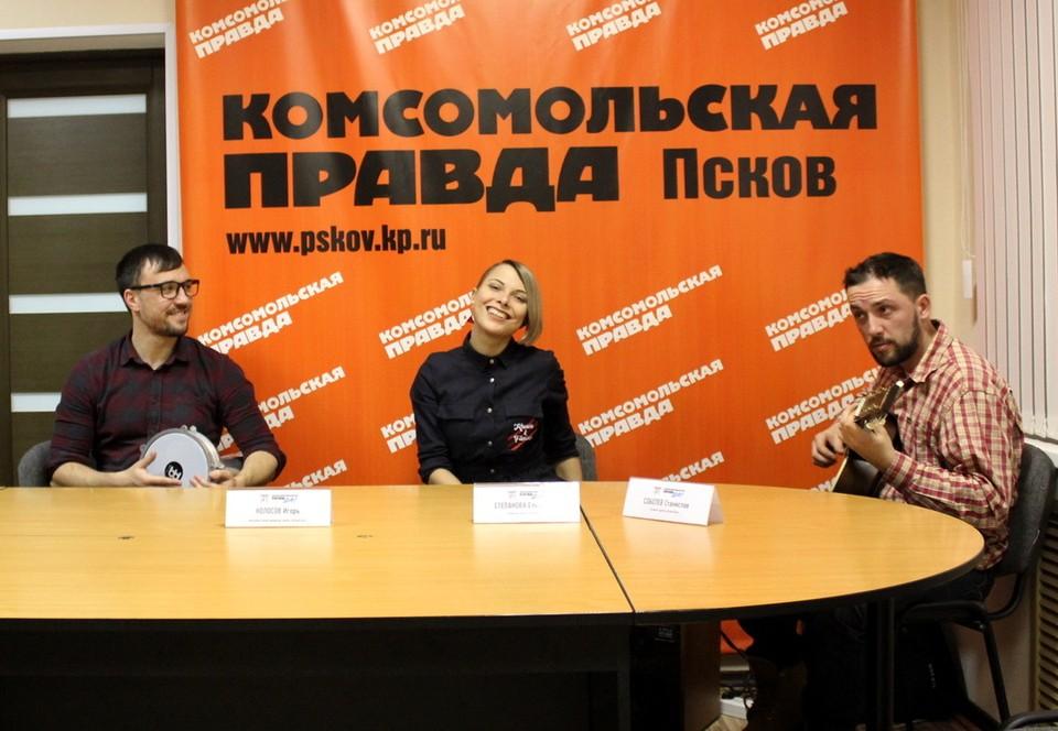 """В пресс-центре """"Комсомолки"""" звучали не только вопросы, но и музыка."""